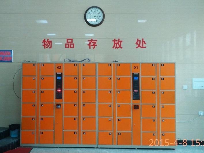 学校操场到底该不该设立电子寄存柜?